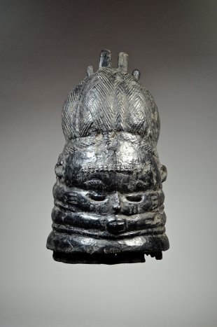 Bundu mask from the Sande Society 20